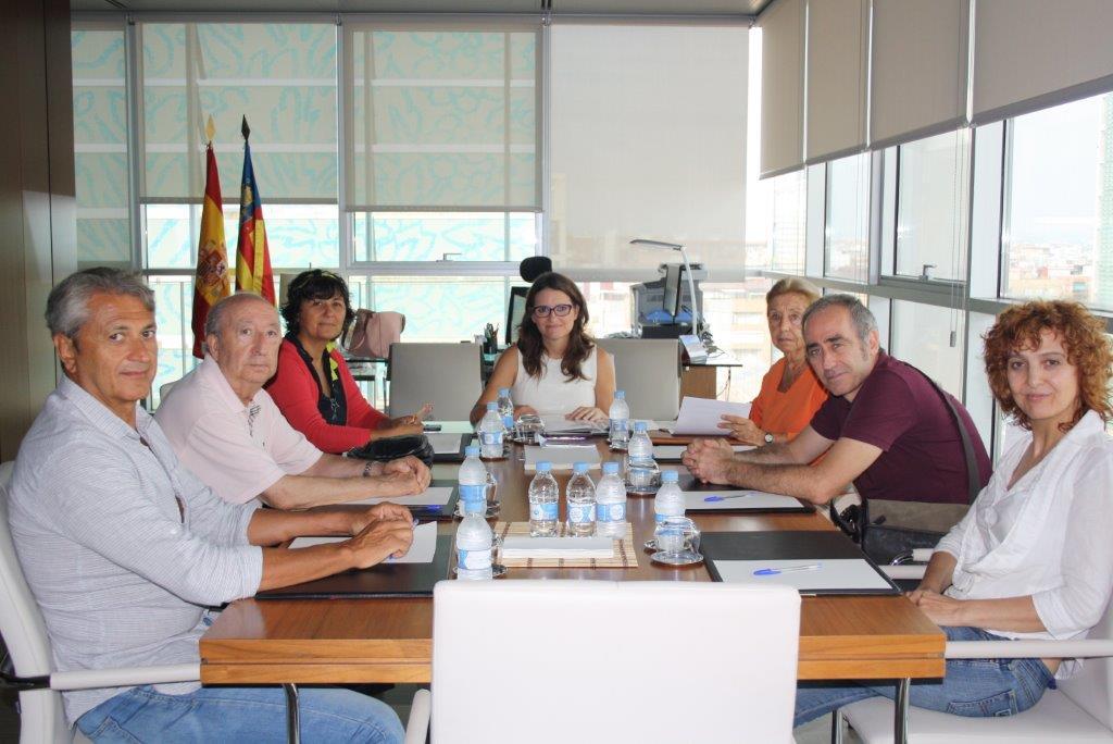 Foto de la reunión conjunta de Arcadys y el Gobierno Valenciano, con la Vicepresidenta del Consell Monica Oltra - Arcadys 16-9-12
